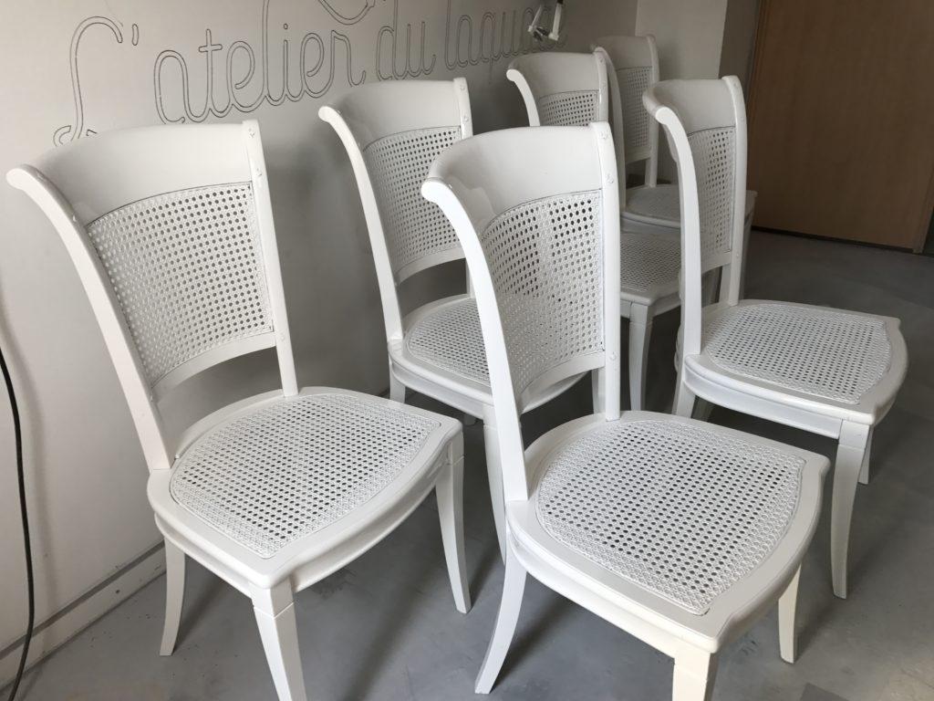 mise en peinture de chaises en bois - atelier du laquage - Peindre Des Chaises En Bois