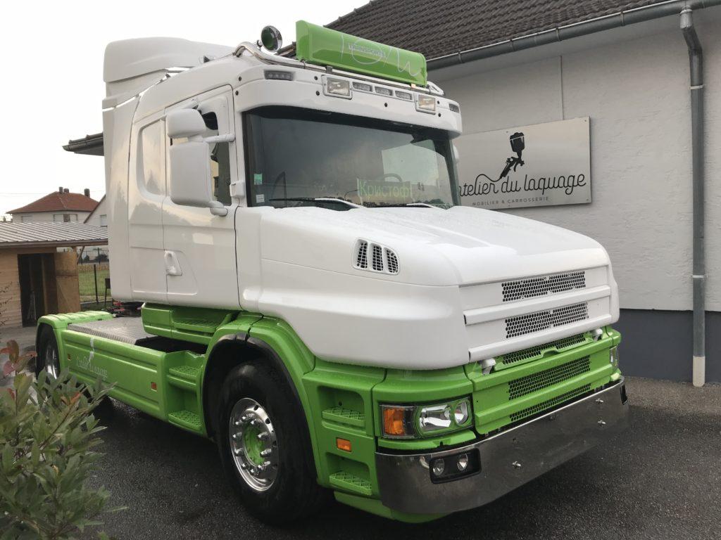 Mise en peinture et personnalisation de camions